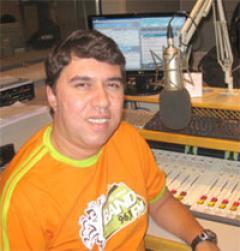 Hoje nós vamos conversar um pouco com Robson Ramos, um importante profissional de rádio de São Paulo. O tema em questão é a SulAmérica Trânsito, ... - 240x251_entrevista_robsonramos_grande2